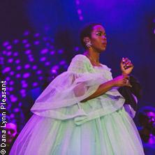 Ms. Lauryn Hill - COMFORT UPGRADE